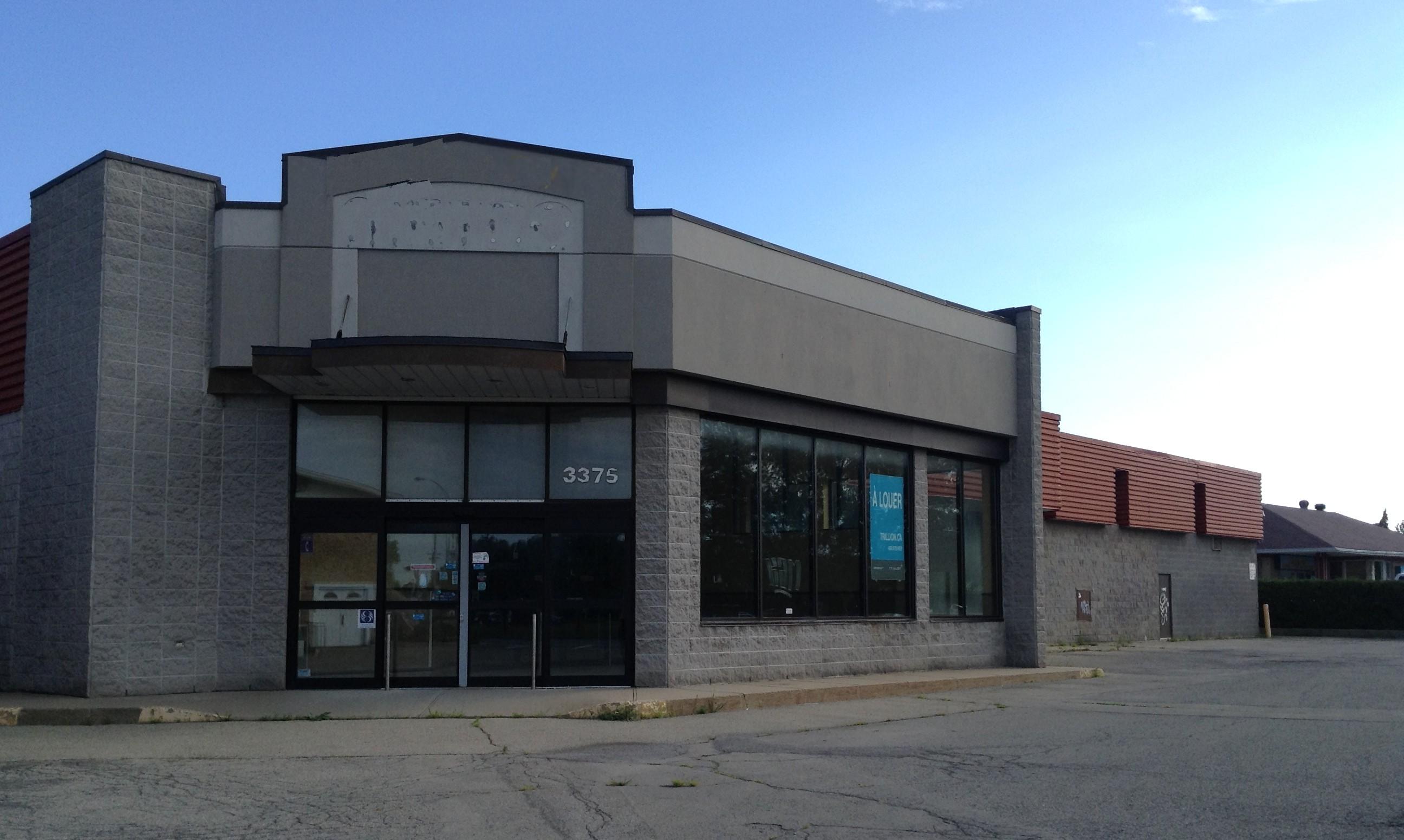 Bâtisse et terrain commerciaux à vendre, Laval