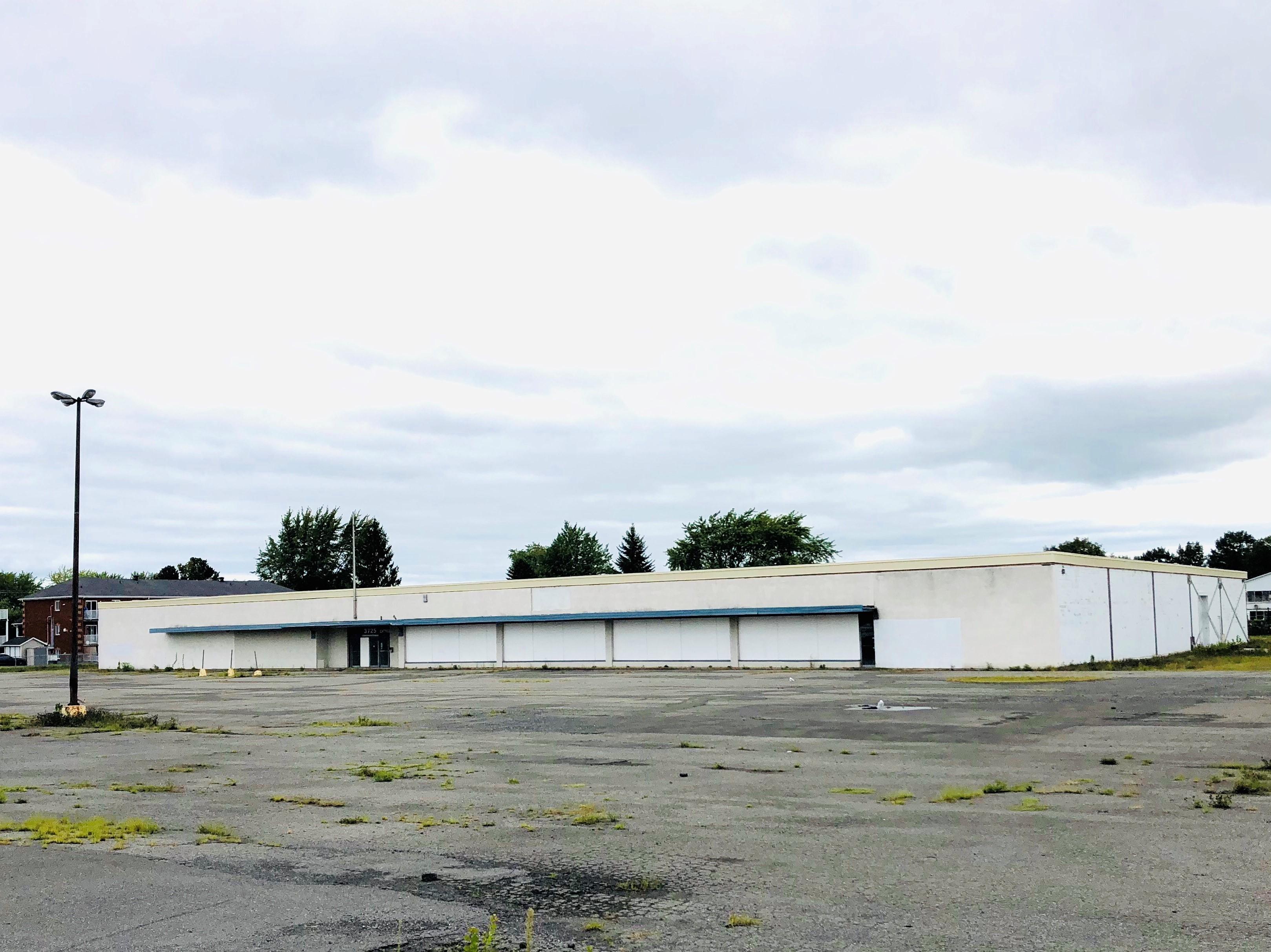 Bâtisse et terrain commerciaux à vendre, Drummondville